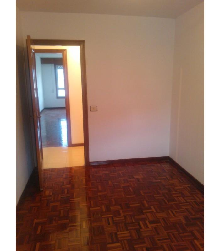 Venta de piso en monteporreiro pontevedra buen estado for Busco piso compra