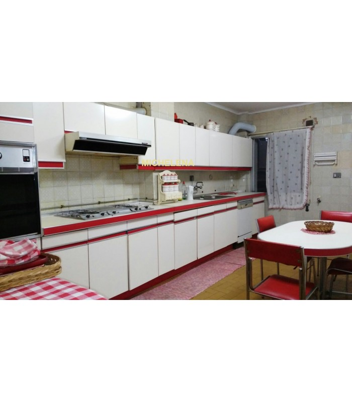 Venta de piso amplio en calle michelena de pontevedra for Busco piso compra