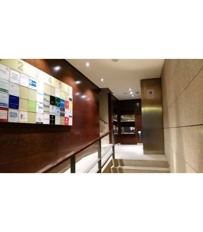 Venta de oficina c ntrica en edificio nuevo for Oficina consumo pontevedra